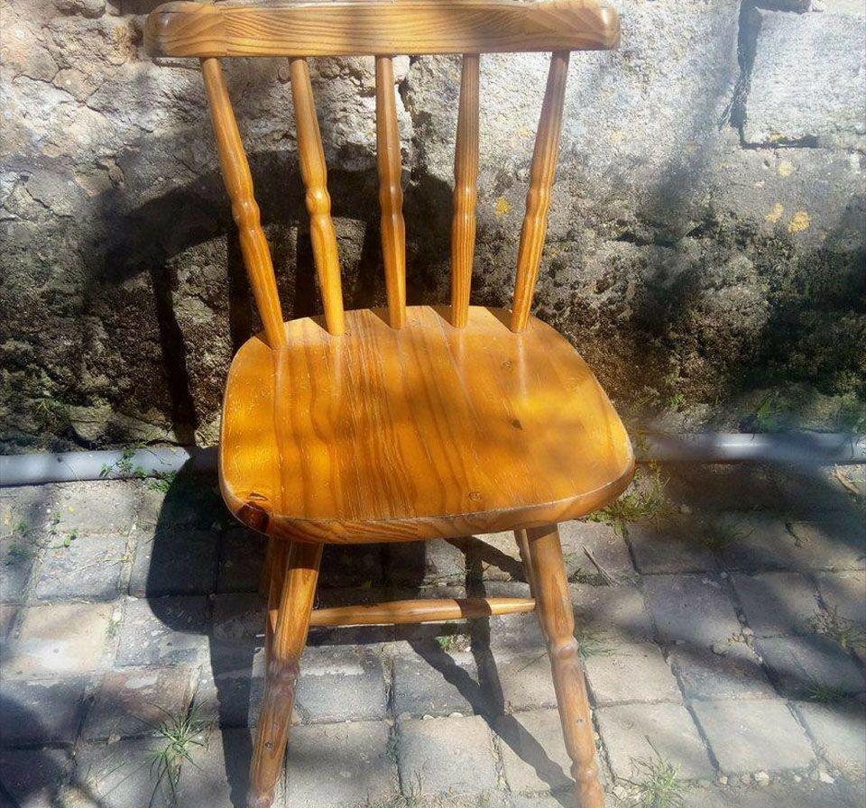 Comment Tapisser Une Chaise Ancienne diy : comment rénover de vieilles chaises en bois ? | les
